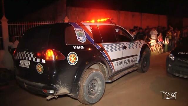 Viatura da polícia em local de homicídio em  Imperatriz (Crédito: TV Mirante)