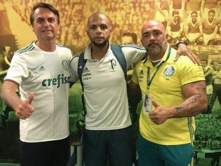 Felipe Melo posta foto com Bolsonaro, o exalta e irrita a torcida
