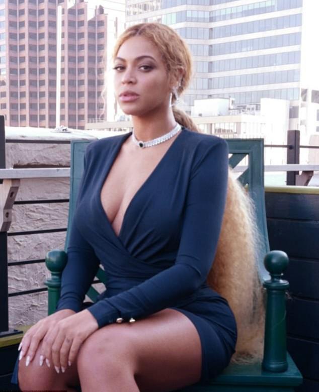 Beyoncé  mostra cabelo 'muito longo'  (Crédito: Instagram)