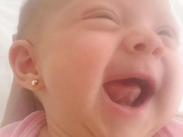 """Eliana posta foto da filha sorrindo: """"sonho cor de rosa"""""""