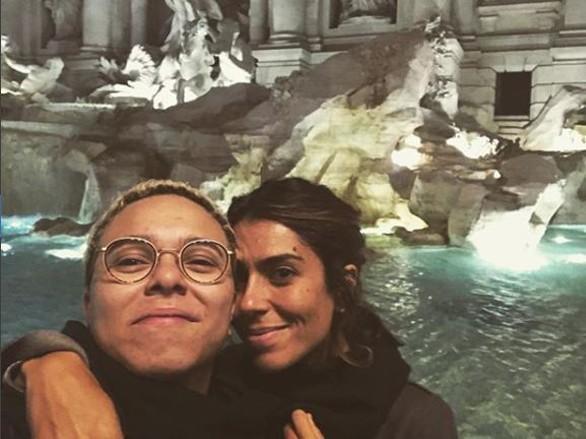 Maria Gadú publica selfie romântica com a mulher na Itália