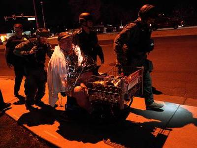 Três pessoas são mortas em tiroteio dentro de supermercado nos EUA