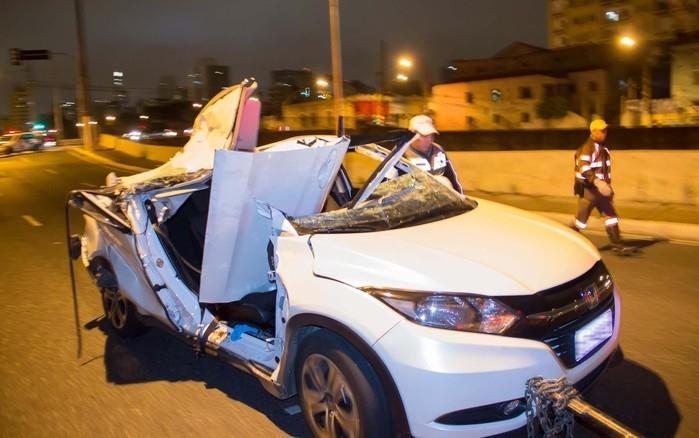 Carro de juíza ficou destruído  (Crédito: Estadão )