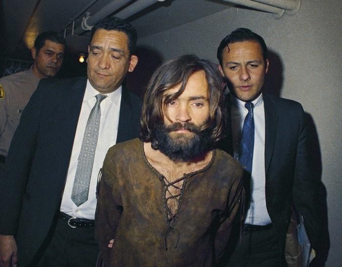 Charles Manson morre aos 83 anos