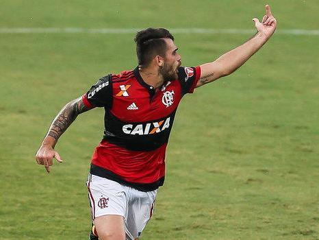 Felipe Vizeu é punido pelo Flamengo por discussão com Rhodolfo