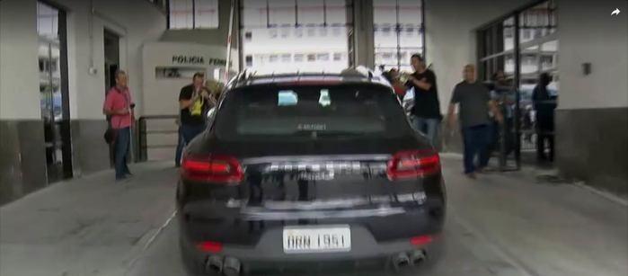 Jorge Picciani chega à sede Polícia Federal