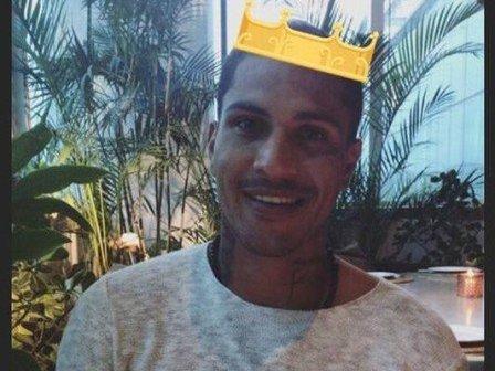 Afastado por doping, Guerrero sorri em registro feito pela namorada