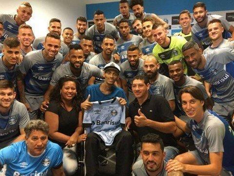 Torcedor do Grêmio com câncer morre dias após receber jogadores