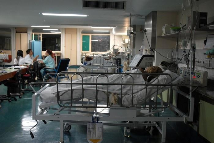 Paciente recebe atendimento em hospital (Crédito: Agência Brasil)