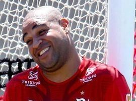 Zico exalta chance de Adriano voltar ao Fla, mas alerta para lesão