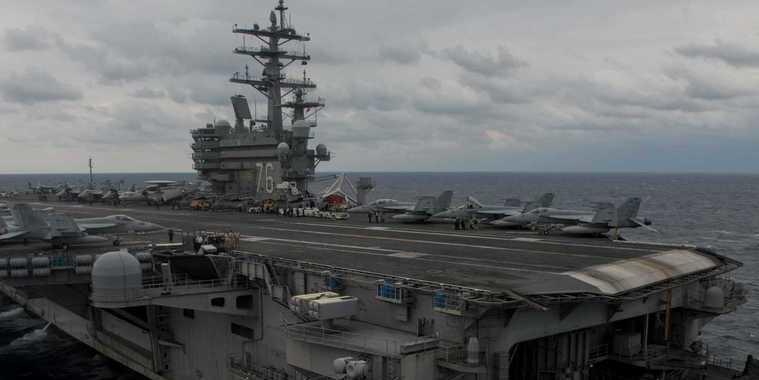 Avião da Marinha dos EUA com 11 pessoas a bordo cai no Oceano