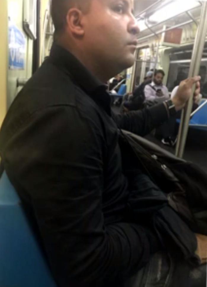 Cabo Thiago Xavier foi flagrado por passageira no metrô de São Paulo  (Crédito: Reprodução)