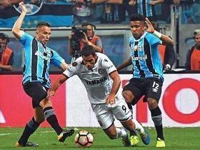Grêmio vence Lanús no 1º jogo da final e fica próximo do tri