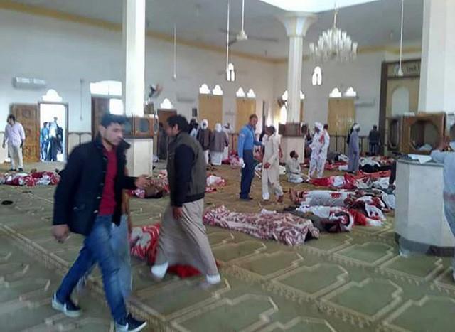 Mortos após ataque em Mesquita no Egito (Crédito: AFP)
