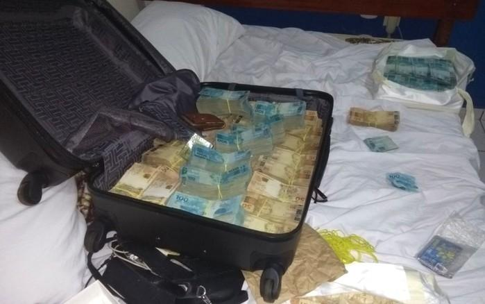 Mala com R$ 815 mil enconrtada em hotel no interior de Goiás