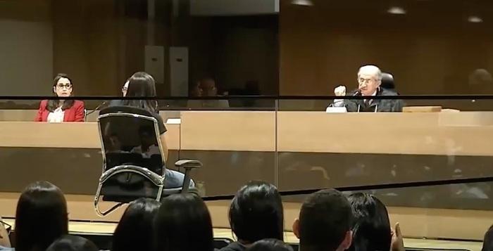 Audiência para decidir se ex-tenente vaia júri popular
