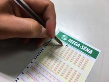 Sorteio da Mega-Sena pode pagar R$ 60 milhões neste sábado (25)