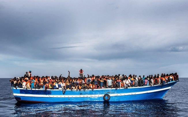 Segundo estimativa da Acnur, a cada 88 imigrantes que tentaram entrar na Europa em 2016, um morreu (Crédito: Massimo Sestini/Italian Navy)
