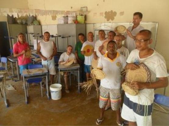 Os detentos fizeram parte de oficinas de artesanato  (Crédito: Reprodução )