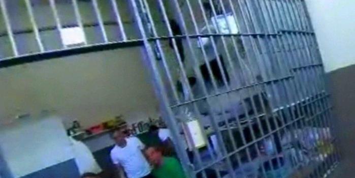Cabral perguntou se promotora procurava fuzil ou crack em vistoria