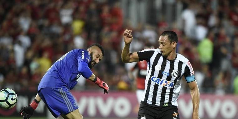 Após novas falhas, Alex Muralha é barrado em jogo decisivo da Sula