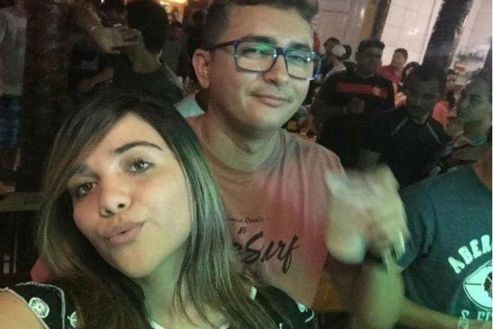 Camila Abreu ao lado do namorado, o capitão da Polícia Militar Alisson Watson (Crédito: Reprodução)