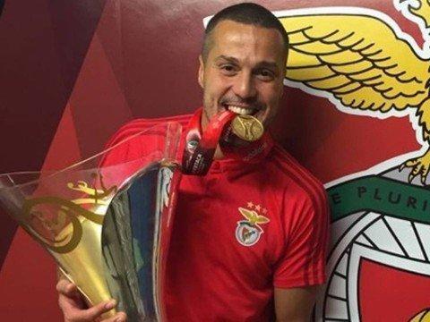 Julio Cesar deve se aposentar no fim da temporada, diz jornal