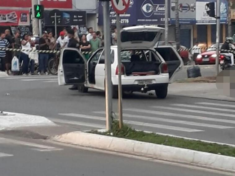 Vídeo mostra policial forjando tiroteio em assalto com refém