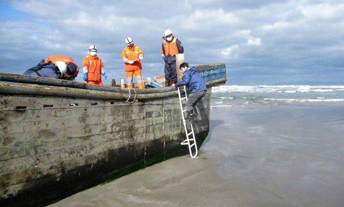 Esqueletos são encontrados em 'barco fantasma' na costa do Japão  (Crédito: KYODO / REUTERS)