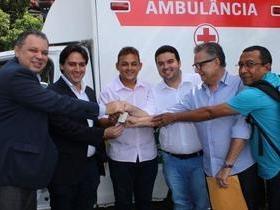 Palmeirais recebe duas ambulâncias