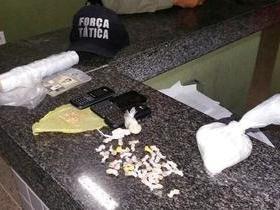 Força Tática prende acusado de tráfico com 62 pedras de crack