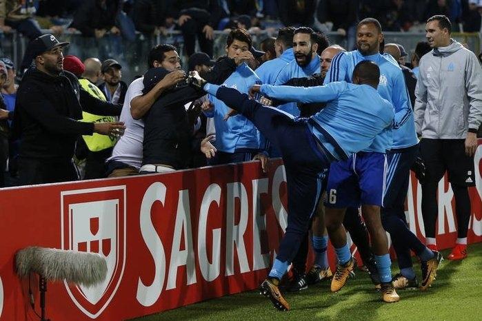 Lateral agrediu um torcedor antes da partida do time em Portugal (Crédito: La Provence)