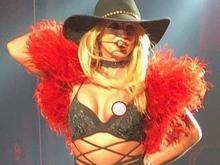 Britney Spears se descuida e mostra demais em show de Las Vegas