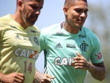 Guerrero volta a treinar com bola no Fla e poderá encarar o Grêmio