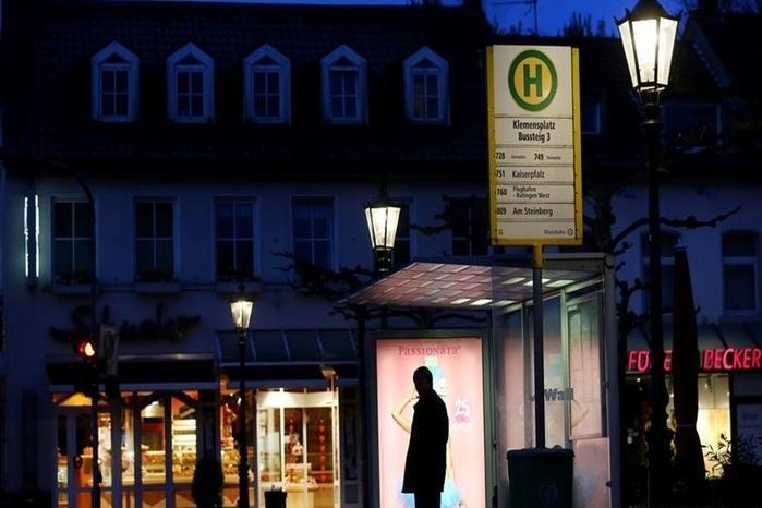 Alemão de 86 anos é multado por descansar em ponto de ônibus