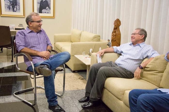 Firmino Filho em reunião com o deputado Assis Carvalho (Crédito: Renato Bezerra)