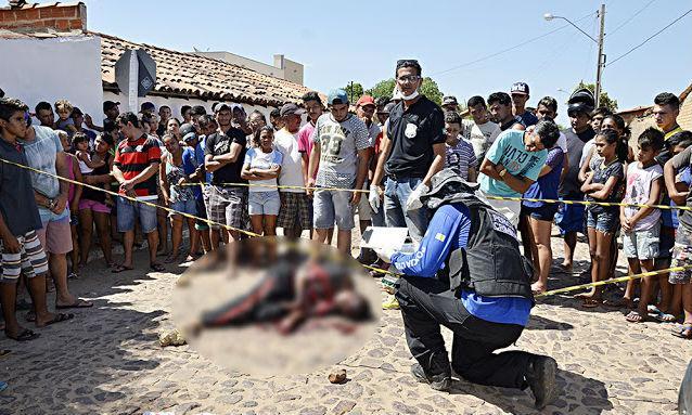 Vítima foi morta a facadas (Crédito: Blog do Coveiro)
