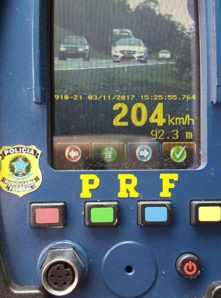 Motorista foi flagrado a 204 km/h em rodovia (Crédito: Reprodução)