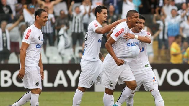 Jogadores do Santos comemoram um dos gols da vitória (Crédito: Reprodução)