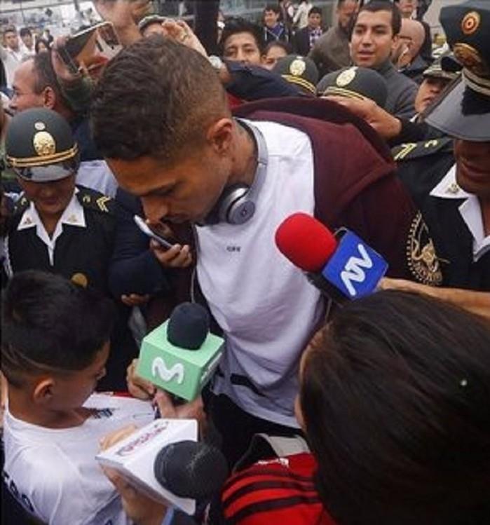 Guerrero na chegada a Lima (Crédito: Reprodução)
