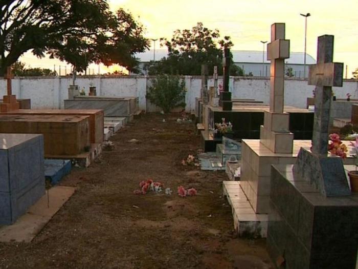 Cemitério de Dom Expedito Lopes