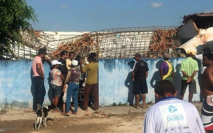 Caixa d'água desaba e mata de crianças em escola (Crédito: Aplicativo/TV Sergipe)