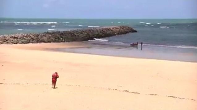 Bombeiros fazem buscas pelo corpo de turista piauiense (Crédito: TV Verdes Mares)