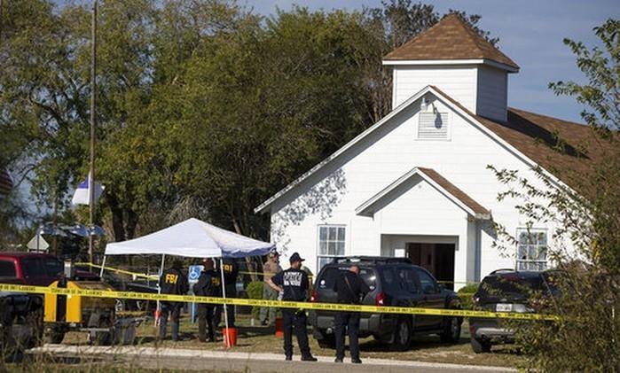 Igreja cercada por policiais após tiroteio no Texas  (Crédito:  Nick Wagner/Austin American-Statesman vía AP)