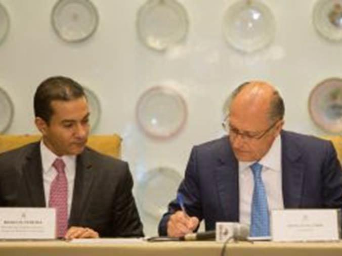 Geraldo Alckmin assina contrato para Fórum Econômico Mundial