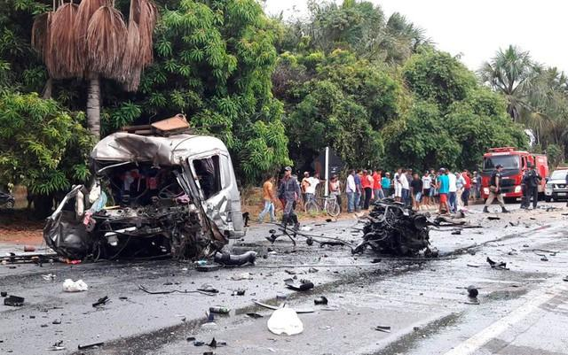 Carreta destruída após acidente na Bahia (Crédito: Ivonaldo Paiva/Blogbraga)