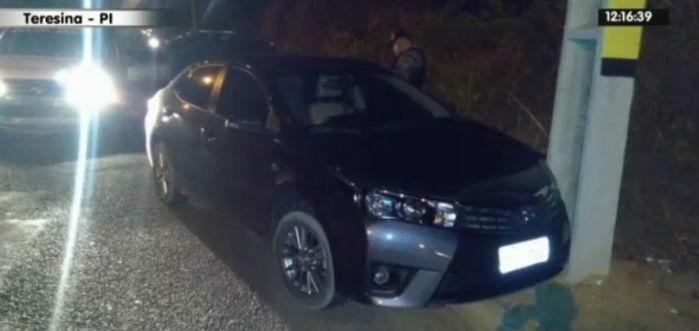 Veículo roubado e usado em vários assaltos em Teresina (Crédito: Rede Meio Norte)