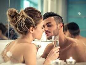 Confira 8 dicas para apimentar o sexo em relações longas