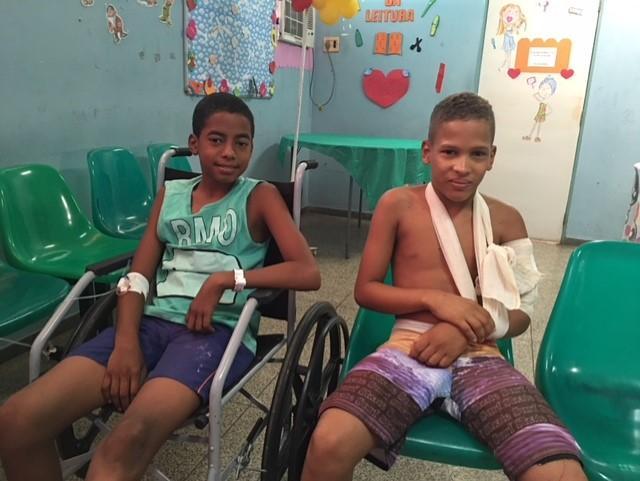 Icaro Henrique e Maycon Deyve estão internados no HUT após sofrerem quedas (Crédito: Reprodução)
