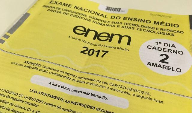 Caderno de provas do primeiro dia do Enem 2017 (Crédito: Ana Carolina Moreno/G1 Nacional)